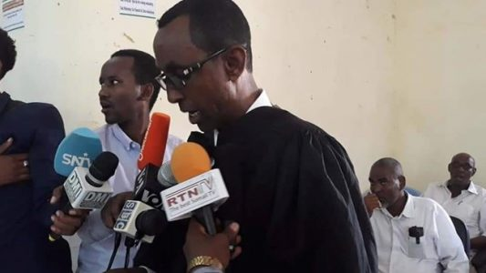 Garoowe: Raggii loo heystay dilka iyo kufsiga gabar 12 jir ah oo mar kale dil lagu xukumay